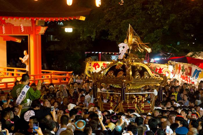 湯島天満宮大祭「本社神輿宮入」と花園神社神幸祭「本社神輿 ...