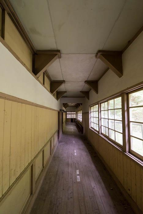 小学校の廊下。