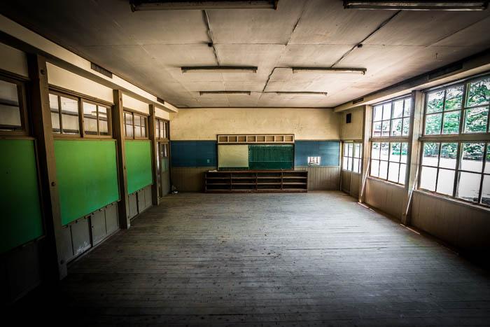 何もない教室。