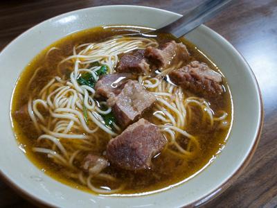 「六合夜市」ついでに「小王牛肉麺館」も寄ってみたっ!(台湾高雄1日目)