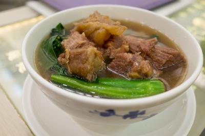 牛バラ肉タン麵