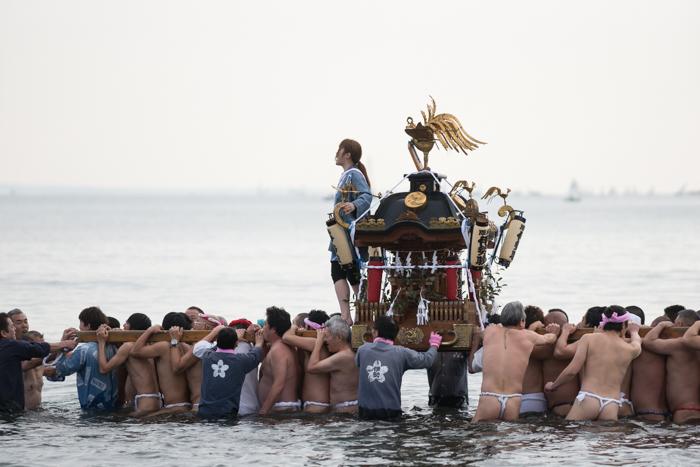 江の島寒中神輿練成大会2018で海中渡御を見てきましたっ!