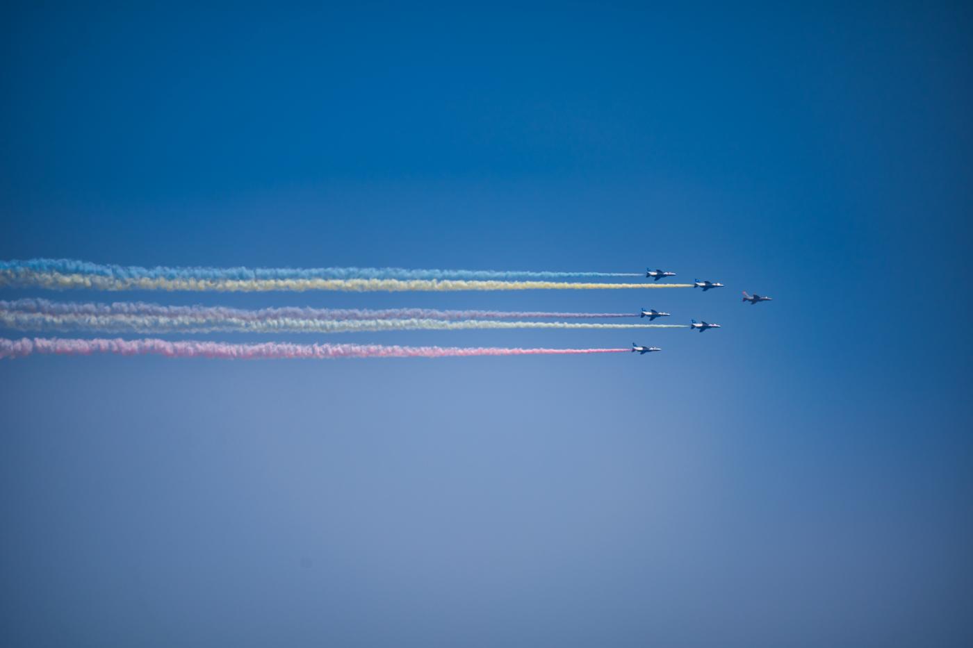 ブルーインパルスの五輪カラースモーク展示飛行を撮ったっ!